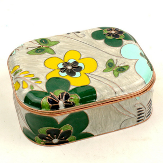 Zinc Alloy Silver Jewelry Box Heart Shape Have Different Graceful Patterns on The Packing Box