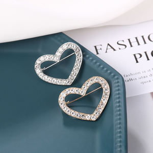 New Arrival Rhinestones Hollow Heart Brooch Dress Pins for Women