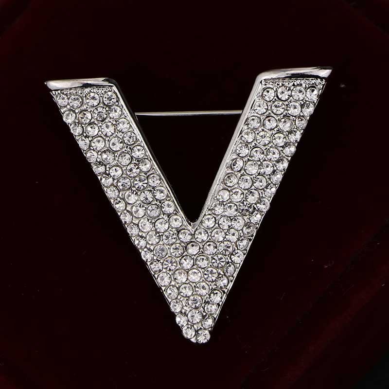 Fashion Temperament V Letter Brooches Full Rhinestone Upscale Lady Pin Party Dress Woman Brooch