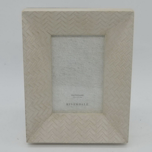 White Resin Embossed Flower Wedding Photo Frame